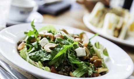 Restaurant crêperie bretonne qui propose un large choix de salade Saint-Gilles-les-Bains